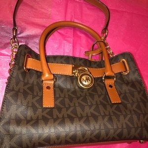 Authentic Michael Kors hamilton Med. satchel Sign.